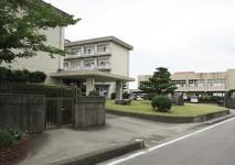 新田小学校約1280m(徒歩約16分)